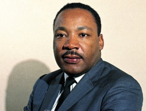 Martin Luther king jr en suit bleu
